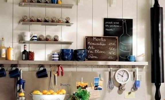Vertingos idėjos, kurios padės sutaupyti vietos virtuvėjė