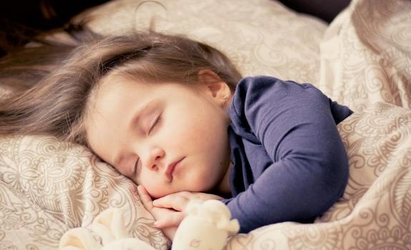 Tinkama patalynė kūdikiams – raktas į kokybišką miegą?