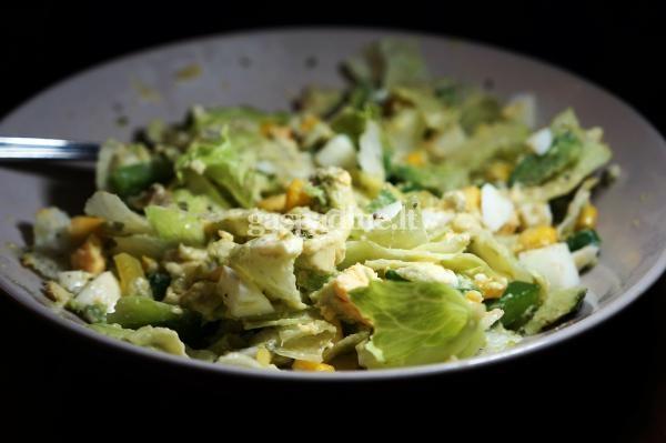Avokado salotos su kiausiniu