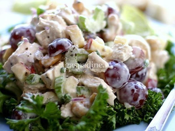 Salotos su vistiena ir vynuogėmis