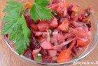 Burokėlių ir keptų svogūnų salotos