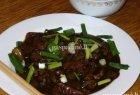 Kiniška kepta jautiena su svogūnais