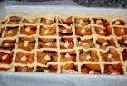 Slyvų ir persikų pyragas