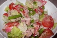 Šviežių daržovių ir tuno salotos