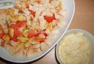 Vištienos salotos su daržovėmis ir skrebučiais