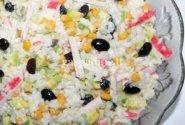 Anira: Krabų lazdelių salotos su alyvuogėmis