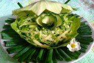 Dilgėlių ir agurkų salotos