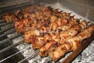 Kiaulienos šašlykai su kadagių - garstyčių majoneziniu padažu