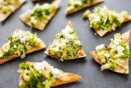 Žaliųjų citrinų ir guaca mole užkandis su fetos sūriu