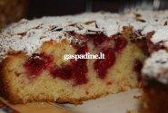 Pyragas su vyšniomis ir migdolų drožlėmis