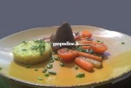 Ėriuko suktas kepsnys su karamelizuotomis daržovėmis