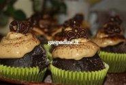 Šokoladiniai kavos keksiukai su maskarponės kremu