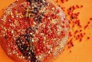 Šokoladinis tortas su putėsiais bei bruknėmis