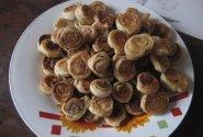 """""""Mantingos"""" sluoksniuotos tešlos sausainiai su cinamonu"""