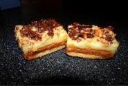 Sluoksniuoti karameliniai pyragėliai