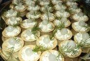 Tartaletės su česnakine varške