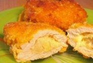 Skanūs kepsniai su ananasais ir sūriu