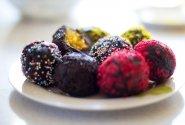 Braziliškas desertas: brigadeiro rutuliukai su morkų pyrago įdaru