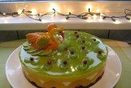 Kalėdinis tortas su vaisiais ir uogomis