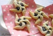 Sluoksniuotos tešlos sausainiai su aguonomis