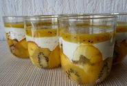 Torčiukai stiklinaitėse su vaisiais ir medučiu
