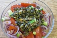 Salotos su moliūgų sėklomis