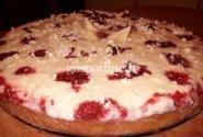 Aviečių pyragas su grietinėlės ir baltojo šokolado kremu