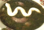 Dilgėlių sriuba su vištų kakleliais