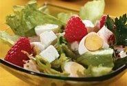 Putpelių kiaušinių salotos su avietėmis