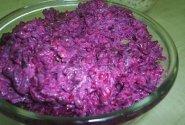 Burokėlių salotos su slyvomis ir sūriu