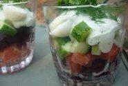 Rūkytos lašišos salotos su daržovėmis