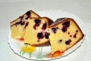 Pyragas su juodųjų serbentų uogomis
