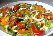 Daržovių salotos su mocarela