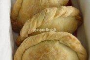 Empanada su jautiena ir razinomis
