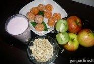 Mandarinų ir anakardžių salotos