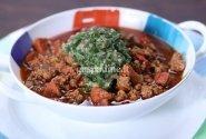 Aštrus mėsos troškinys su chimichurri padažu