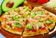 Pica su lašiša ir avokadu