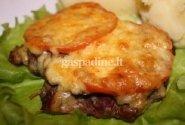 Kiaulienos kepsniai su grybais, sūriu ir pomidoru