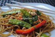 Azijietiškos spageti salotos