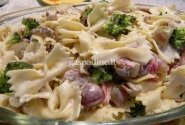 Makaronų, brokolių ir vynuogių salotos