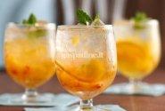 Apelsinų ir persikų skonio kokteilis su vanilės sirupu