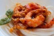 Troškintos krevetės su ryžių makaronais