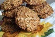 Avižinių dribsnių sausainiai su riešutais