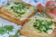 Kepti kiaušiniai duonos riekėse