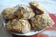 Migdoliniai pyragaičiai su abrikosais