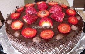 """Tortas """"Šokoladinė braškės svajonė"""""""