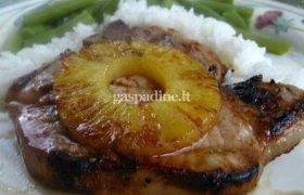 Kiaulienos kepsnys su ananasu