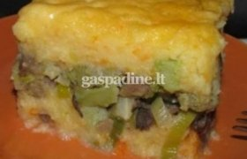 Bulvių apkepėlė su brokoliais, grybais ir porais