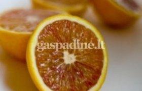 Nevirtas apelsinų džemas su riešutais, džiovintomis uogomis bei juodąja ceilono arbata