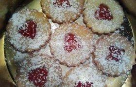 Kalėdiniai sausainiai su raudonųjų  serbentų džemu